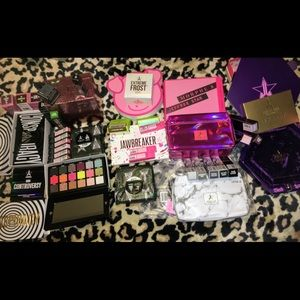 Jeffree Star Collection extras.